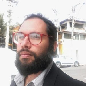 Tunan Teixeira é ator e repórter, e sua coluna semanal é publicada toda terça-feira no jornal Diário da Costa do Sol.