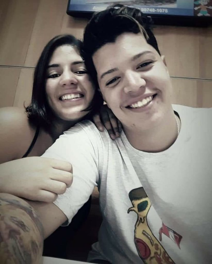 O casal de tatuadores Luiza Barbosa Pereira, de 20 anos, e Renan da Silva Pereira Abade, de 19, era de Cabo Frio.
